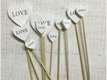 Fehér fa szívek LOVE beszúrható vegyes 9db/csomag