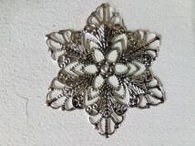 Fém dekorációs kellék virág 10db/csomag