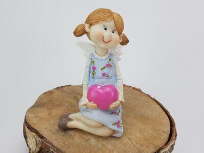 Babakék ruhás angyalka szívecskével