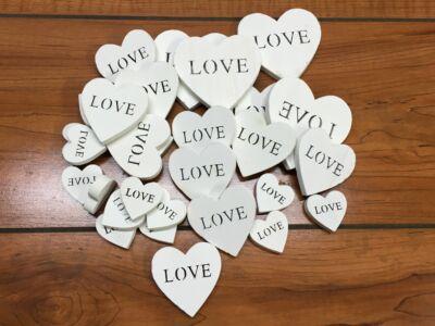 Fehér fa szívek LOVE vegyes 30db/csomag