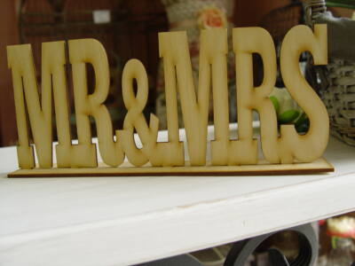 Natúr fa Mr & Mrs felirat talppal 25cm